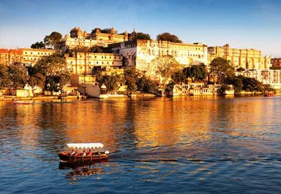 Lake Pichola and City Palace, Udaipur, Rajasthan, India, Asia